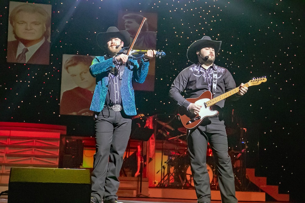 5 Reasons Country Tonite in Pigeon Forge is the Perfect Family Entertainment